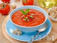 Рецепта Доматена крем супа с домати от консерва, мащерка и босилек